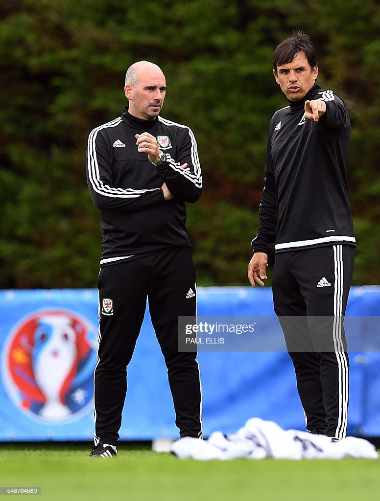 Wales' coaches Chris Coleman (R) and Paul Trollope take part in a training session in Dinard, France on June 30, 2016 during the Euro 2016 football tournament. Wales take on Belgium in Lille on July 01. / AFP / PAUL