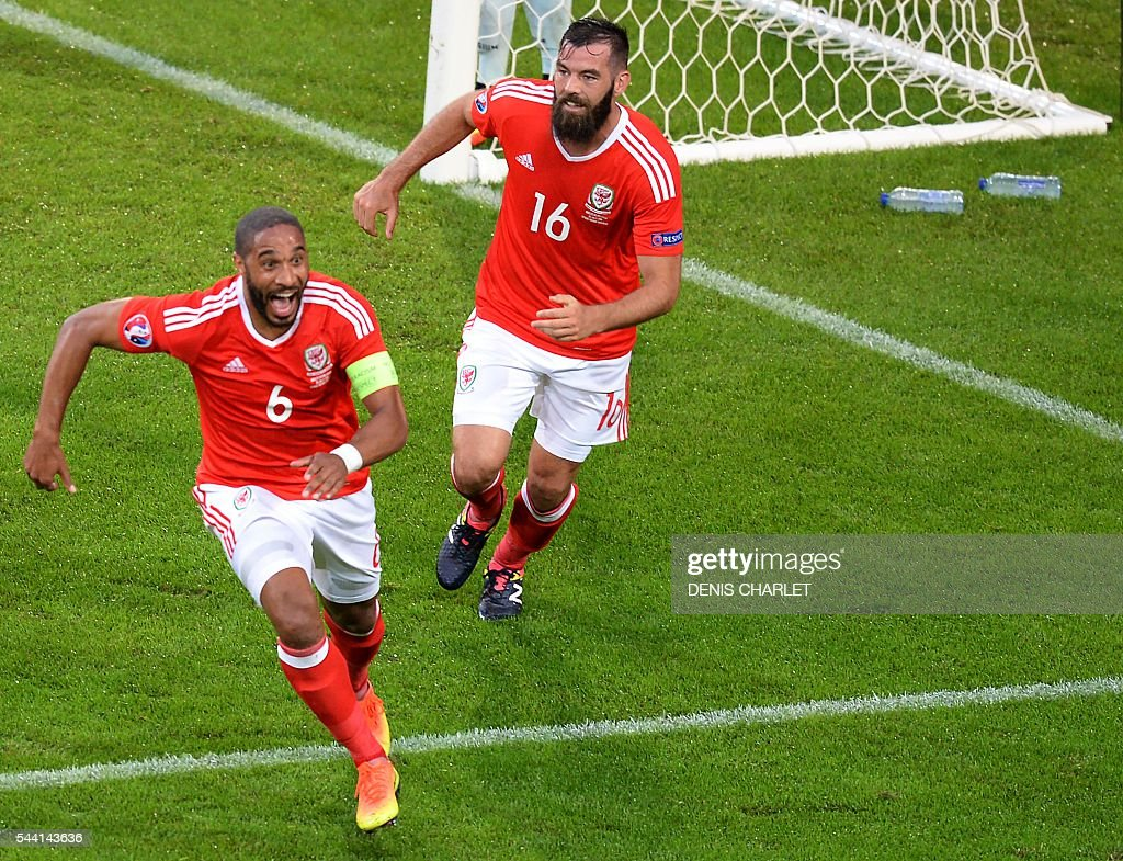 Wales' defender Ashley Williams (L) celebrates with Wales' midfielder Joe Ledley after scoring a goal during the Euro 2016 quarter-final football match between Wales and Belgium at the Pierre-Mauroy stadium in Villeneuve-d'Ascq near Lille, on July 1, 2016. / AFP / Denis Charlet