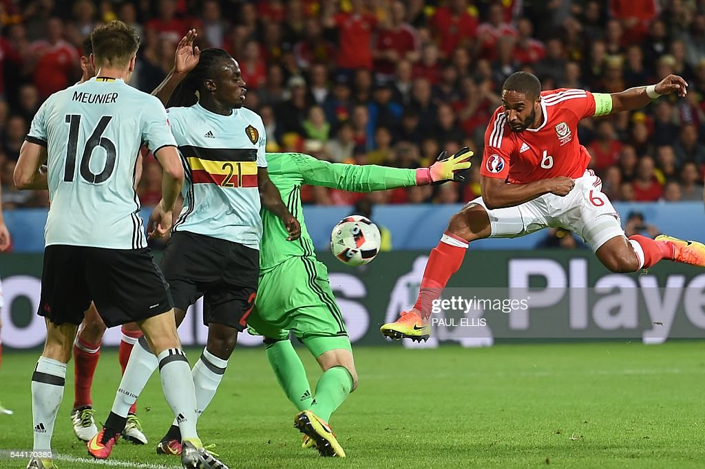 Wales' defender Ashley Williams (R) vies for the ball with Belgium's players during the Euro 2016 quarter-final football match between Wales and Belgium at the Pierre-Mauroy stadium in Villeneuve-d'Ascq near Lille, on July 1, 2016. / AFP / PAUL