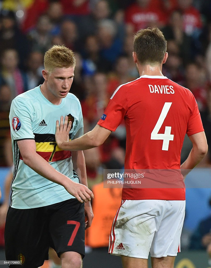 Wales' defender Ben Davies (R) stops Belgium's midfielder Kevin De Bruyne during the Euro 2016 quarter-final football match between Wales and Belgium at the Pierre-Mauroy stadium in Villeneuve-d'Ascq near Lille, on July 1, 2016. / AFP / PHILIPPE