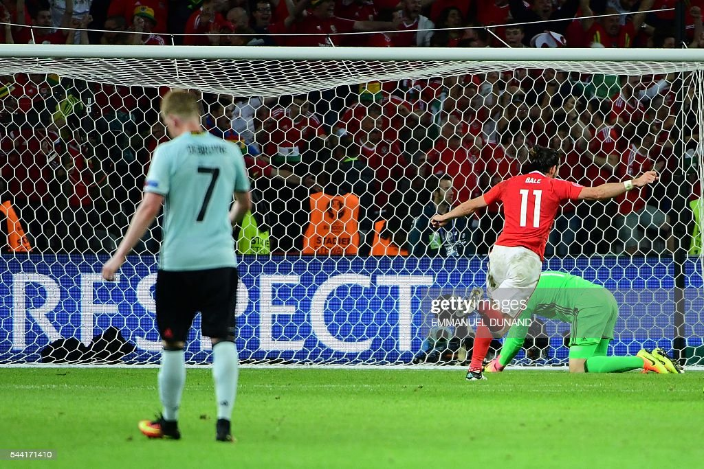 Wales' forward Sam Vokes celebrates after scoring a goal past Belgium's goalkeeper Thibaut Courtois (R) during the Euro 2016 quarter-final football match between Wales and Belgium at the Pierre-Mauroy stadium in Villeneuve-d'Ascq near Lille, on July 1, 2016. / AFP / EMMANUEL