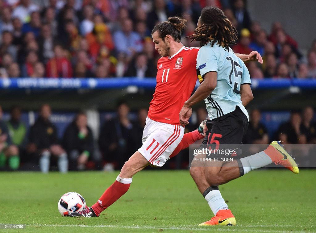 Wales' forward Gareth Bale (L) challenges Belgium's defender Jason Denayer during the Euro 2016 quarter-final football match between Wales and Belgium at the Pierre-Mauroy stadium in Villeneuve-d'Ascq near Lille, on July 1, 2016. / AFP / PHILIPPE