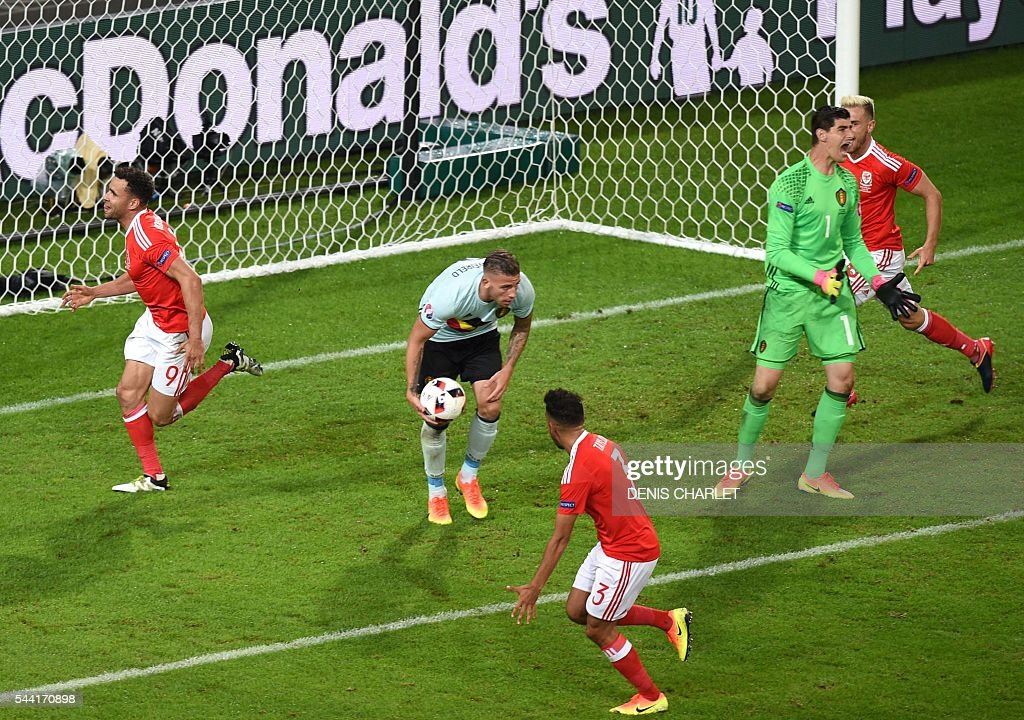 Wales' forward Hal Robson-Kanu (L) celebrates after scoring a goal during the Euro 2016 quarter-final football match between Wales and Belgium at the Pierre-Mauroy stadium in Villeneuve-d'Ascq near Lille, on July 1, 2016. / AFP / DENIS