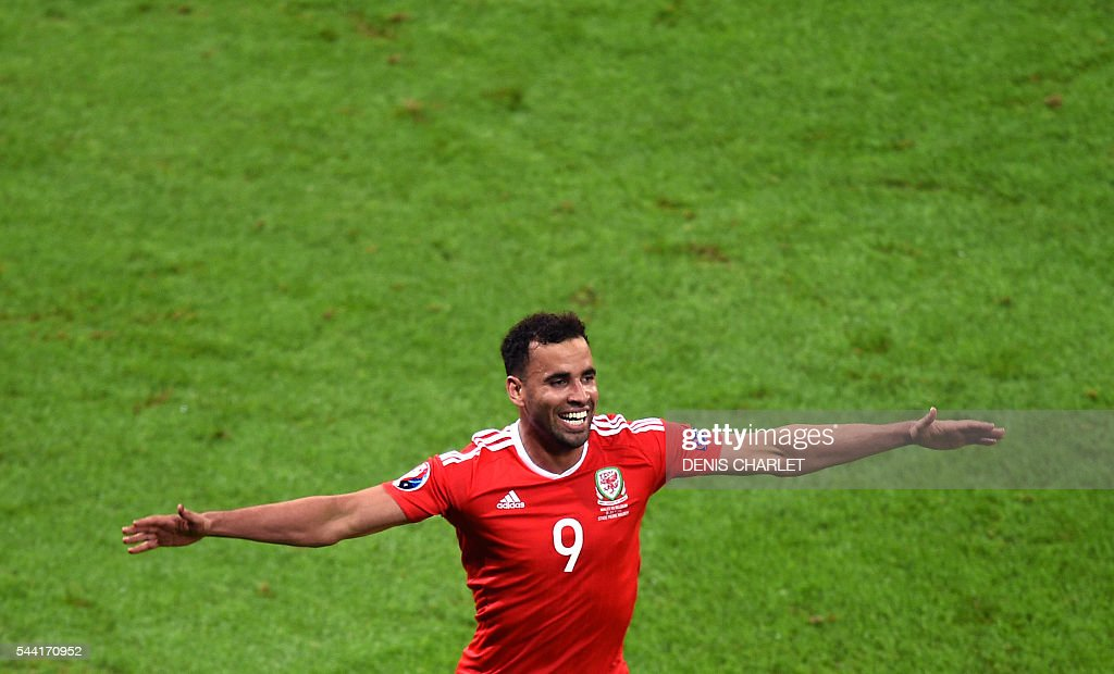 Wales' forward Hal Robson-Kanu celebrates after scoring a goal during the Euro 2016 quarter-final football match between Wales and Belgium at the Pierre-Mauroy stadium in Villeneuve-d'Ascq near Lille, on July 1, 2016. / AFP / DENIS