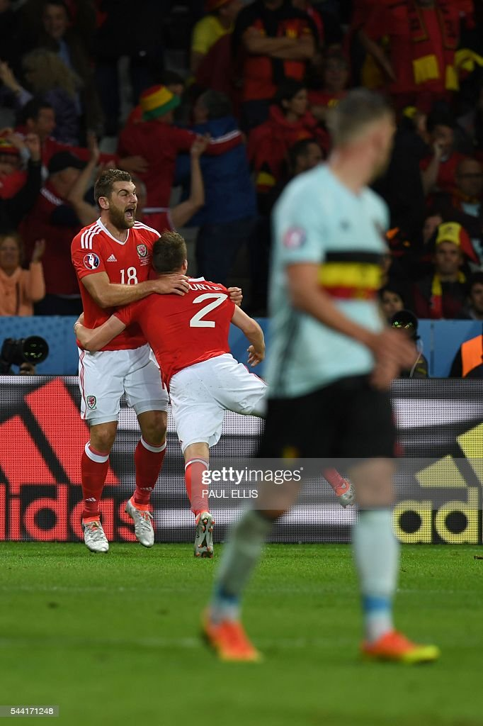 Wales forward Sam Vokes (L) celebrates after scoring a goal during the Euro 2016 quarter-final football match between Wales and Belgium at the Pierre-Mauroy stadium in Villeneuve-d'Ascq near Lille, on July 1, 2016. / AFP / PAUL
