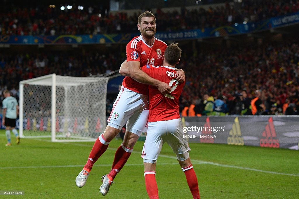 Wales' forward Sam Vokes (L) celebrates with Wales' defender Chris Gunter after scoring a goal during the Euro 2016 quarter-final football match between Wales and Belgium at the Pierre-Mauroy stadium in Villeneuve-d'Ascq near Lille, on July 1, 2016. / AFP / MIGUEL