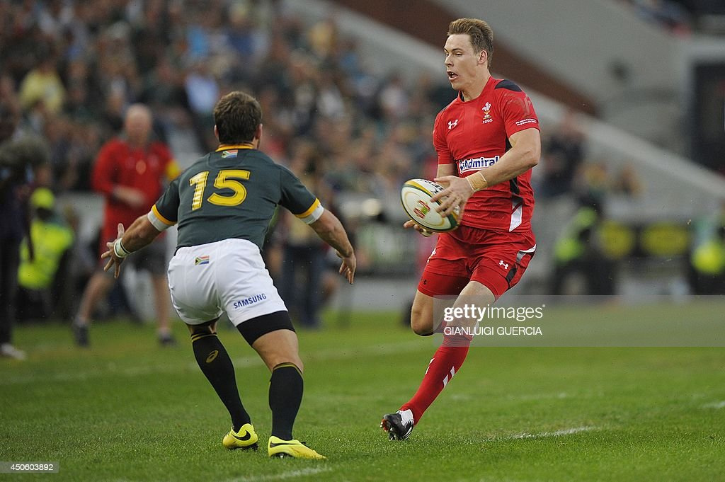 Wales Fullback Liam Williams (R) avoids a tackle by South Africa Fullback Willie le Roux (L) during the Rugby test match between South Africa and Wales at Kings Stadium on June 14, 2014 in Durban, South Africa. AFP PHOTO/GIANLUIGI GUERCIA