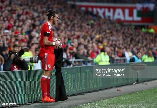 Wales' Gareth Bale prepares to take a throwin
