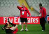 Wales head coach Warren Gatland speaks with his assistant coach Rob Howley during a Wales IRB Rugby World Cup 2011 captain's run at Eden Park on...