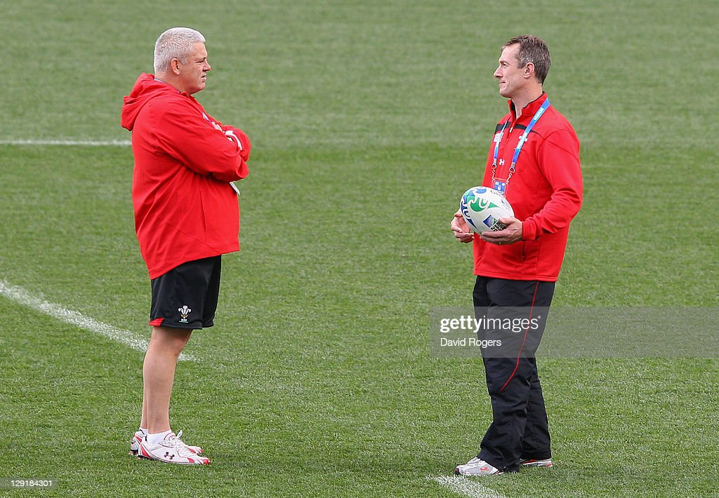 Wales head coach <a gi-track='captionPersonalityLinkClicked' href=/galleries/search?phrase=Warren+Gatland&family=editorial&specificpeople=686626 ng-click='$event.stopPropagation()'>Warren Gatland</a> talks to <a gi-track='captionPersonalityLinkClicked' href=/galleries/search?phrase=Rob+Howley&family=editorial&specificpeople=215419 ng-click='$event.stopPropagation()'>Rob Howley</a> the Wales Skill coach during a Wales IRB Rugby World Cup 2011 captain's run at Eden Park on October 14, 2011 in Auckland, New Zealand.