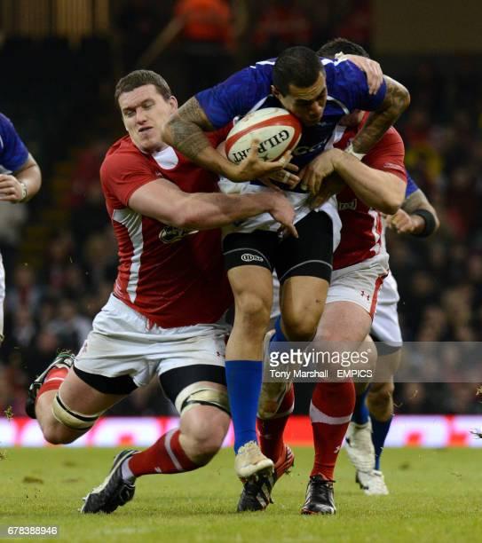 Wales' Ian Evans and Aaron Jarvis tackle Samoa's Tusiata Pisi