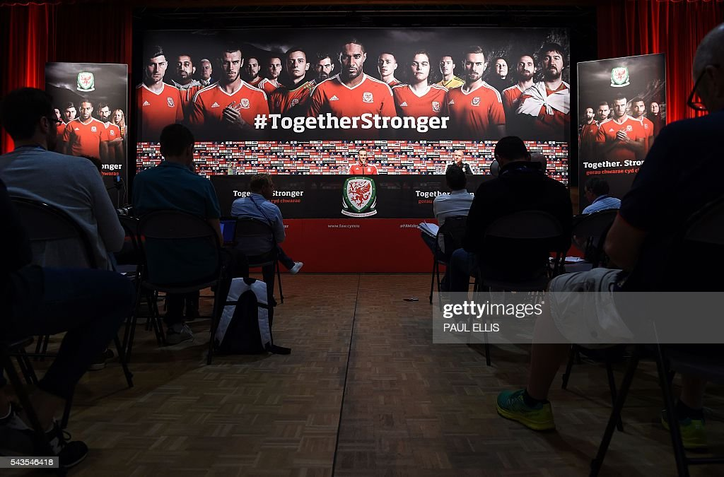 Wales' midfielder Gareth Bale attends a press conference in Dinard on June 29, 2016 during the Euro 2016 football tournament. / AFP / PAUL