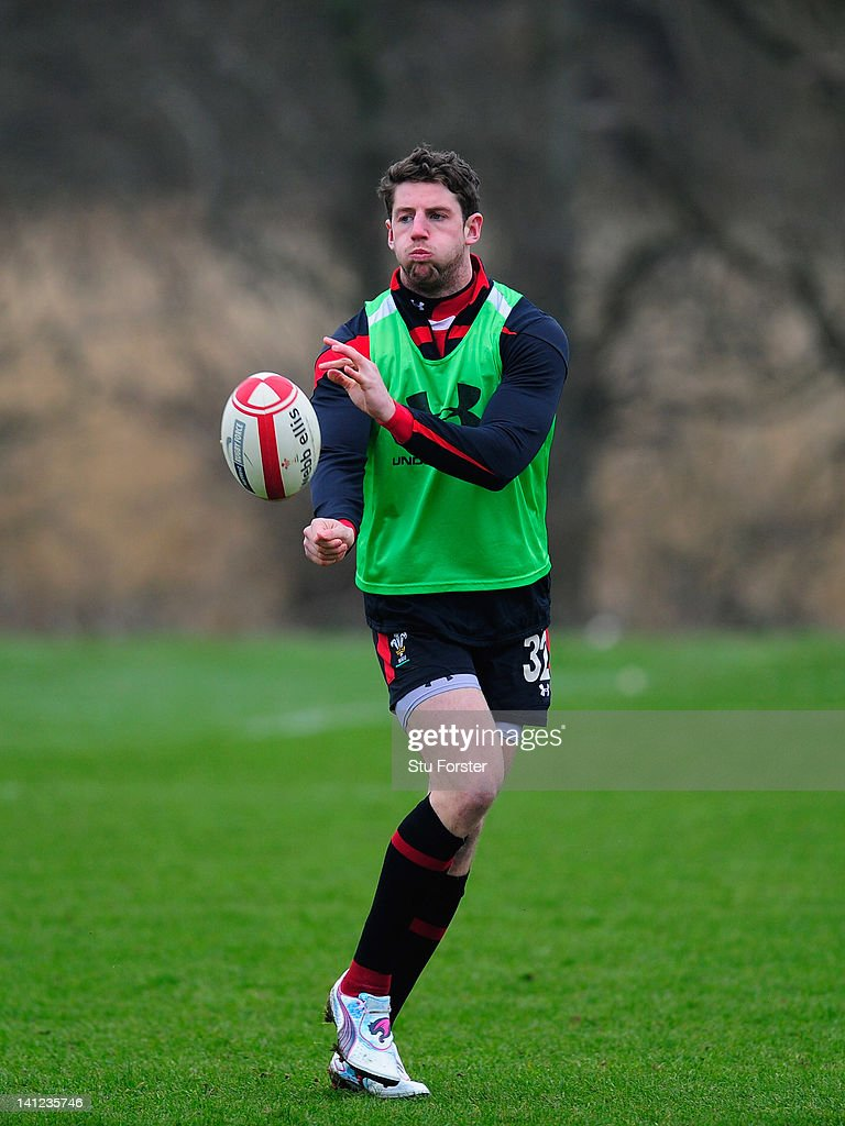 Wales player <a gi-track='captionPersonalityLinkClicked' href=/galleries/search?phrase=Alex+Cuthbert&family=editorial&specificpeople=6143846 ng-click='$event.stopPropagation()'>Alex Cuthbert</a> in action during Wales training at the Vale hotel ahead of this saturdays final RBS Six Nations game against France on March 13, 2012 in Cardiff, Wales.