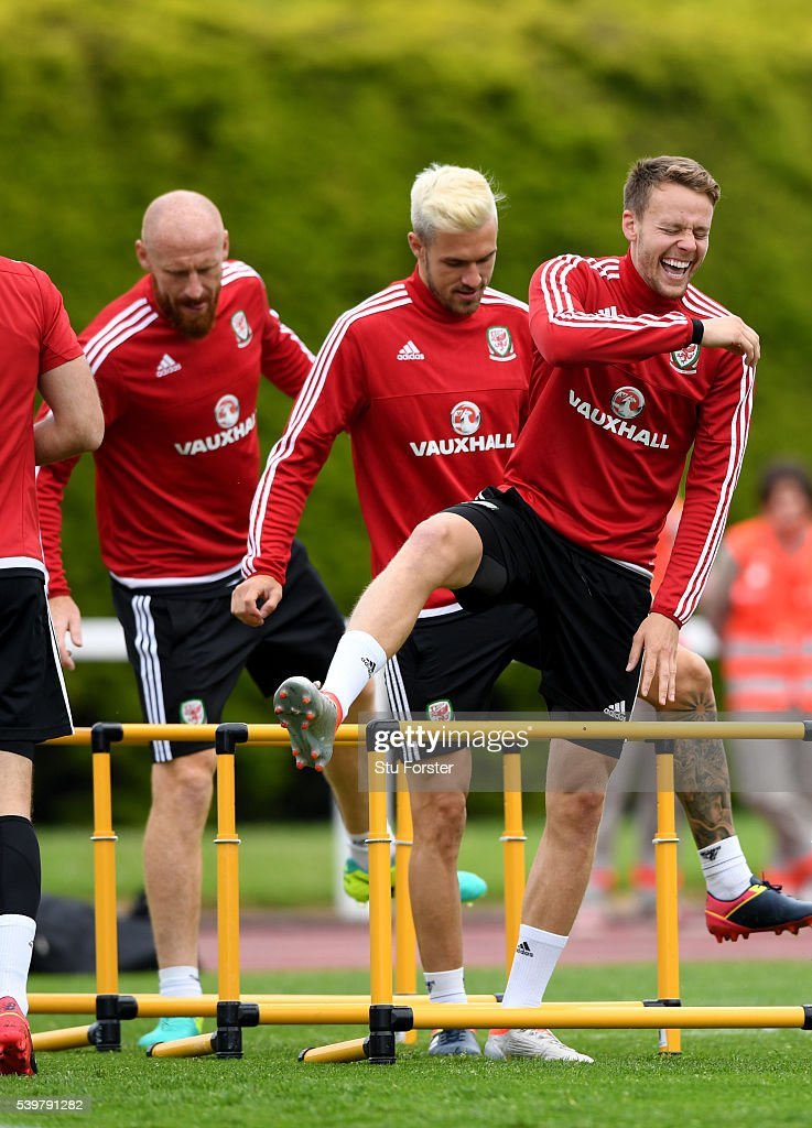 Wales player <a gi-track='captionPersonalityLinkClicked' href=/galleries/search?phrase=Chris+Gunter+-+Welsh+Soccer+Player&family=editorial&specificpeople=4196407 ng-click='$event.stopPropagation()'>Chris Gunter</a> (r) shares a joke with <a gi-track='captionPersonalityLinkClicked' href=/galleries/search?phrase=Aaron+Ramsey+-+Soccer+Player&family=editorial&specificpeople=4784114 ng-click='$event.stopPropagation()'>Aaron Ramsey</a> (c) and <a gi-track='captionPersonalityLinkClicked' href=/galleries/search?phrase=James+Collins+-+Welsh+Soccer+Player&family=editorial&specificpeople=15167252 ng-click='$event.stopPropagation()'>James Collins</a> during Wales training at their Euro 2016 base camp on June 13, 2016 in Dinard, France.