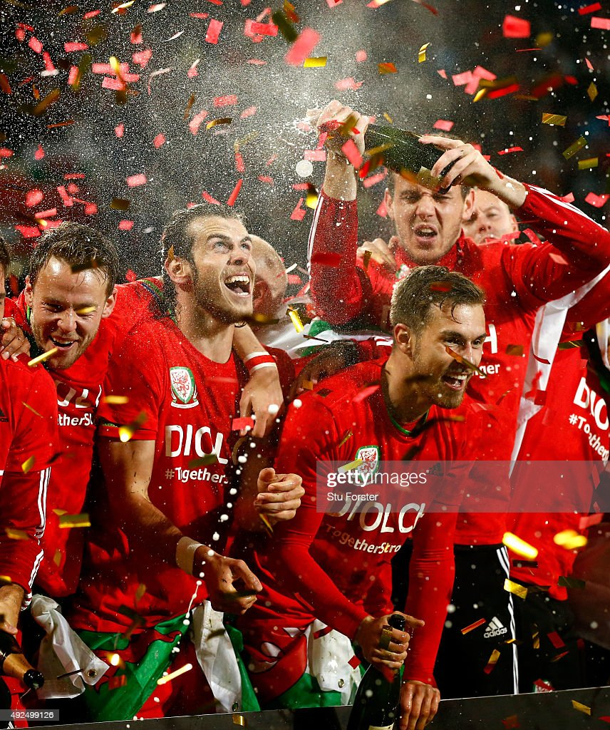 Wales player <a gi-track='captionPersonalityLinkClicked' href=/galleries/search?phrase=Gareth+Bale&family=editorial&specificpeople=609290 ng-click='$event.stopPropagation()'>Gareth Bale</a> (l) and <a gi-track='captionPersonalityLinkClicked' href=/galleries/search?phrase=Aaron+Ramsey+-+Soccer+Player&family=editorial&specificpeople=4784114 ng-click='$event.stopPropagation()'>Aaron Ramsey</a> (r) and team mates celebrate after the UEFA EURO 2016 Group B Qualifier between Wales and Andorra at Cardiff City stadium on October 13, 2015 in Cardiff, United Kingdom.