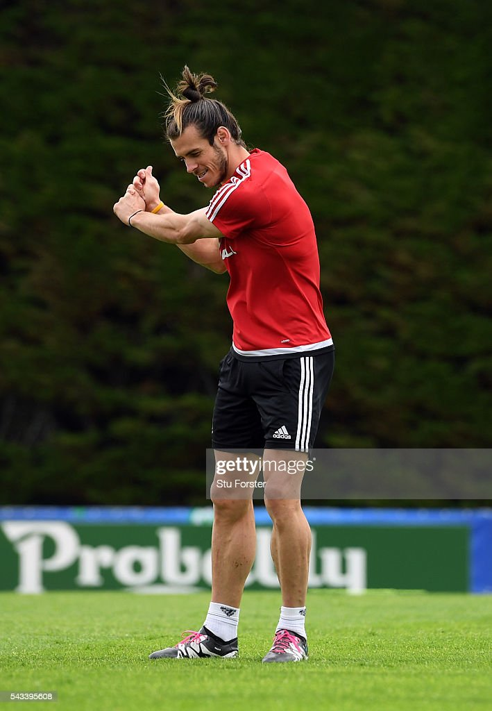 Wales player <a gi-track='captionPersonalityLinkClicked' href=/galleries/search?phrase=Gareth+Bale&family=editorial&specificpeople=609290 ng-click='$event.stopPropagation()'>Gareth Bale</a> practices his golf swing during Wales training at their Euro 2016 base camp ahead of their Quarter Final match against Belguim, on June 28, 2016 in Dinard, France.