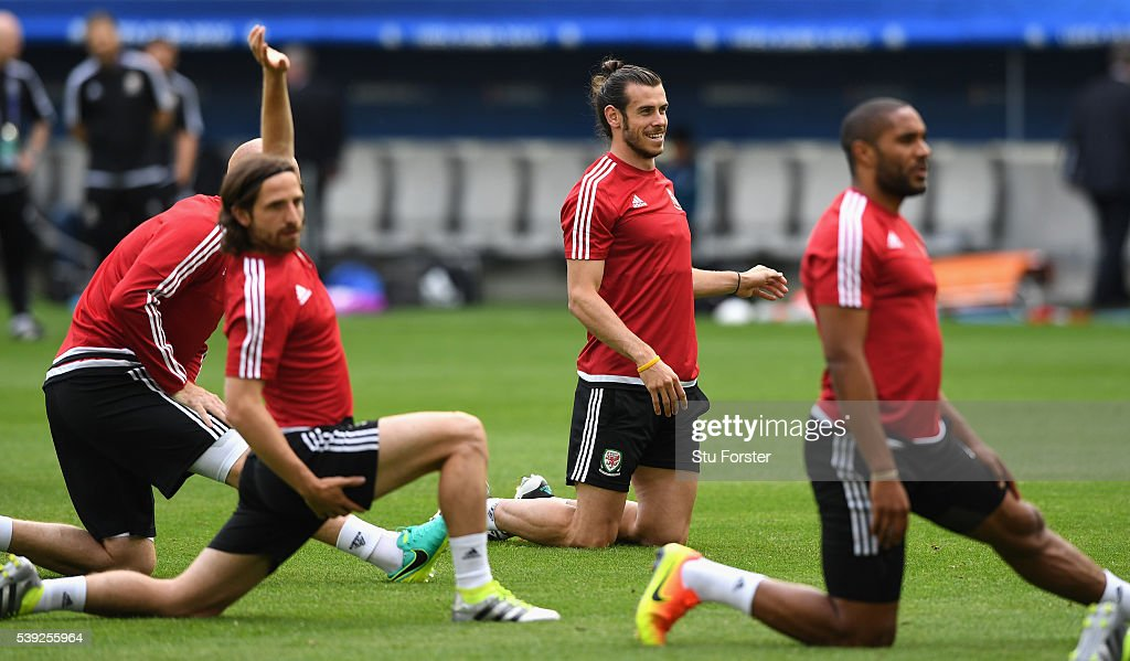 Wales player <a gi-track='captionPersonalityLinkClicked' href=/galleries/search?phrase=Gareth+Bale&family=editorial&specificpeople=609290 ng-click='$event.stopPropagation()'>Gareth Bale</a> (c) raises a smile as <a gi-track='captionPersonalityLinkClicked' href=/galleries/search?phrase=Joe+Allen+-+Welsh+Soccer+Player&family=editorial&specificpeople=9629091 ng-click='$event.stopPropagation()'>Joe Allen</a> (l) and <a gi-track='captionPersonalityLinkClicked' href=/galleries/search?phrase=Ashley+Williams+-+Soccer+Player&family=editorial&specificpeople=13495389 ng-click='$event.stopPropagation()'>Ashley Williams</a> stretch during Wales training at Nouveau Stade de Bordeaux ahead of their opening Euro 2016 match against Slovakia on June 10, 2016 in Bordeaux, France.