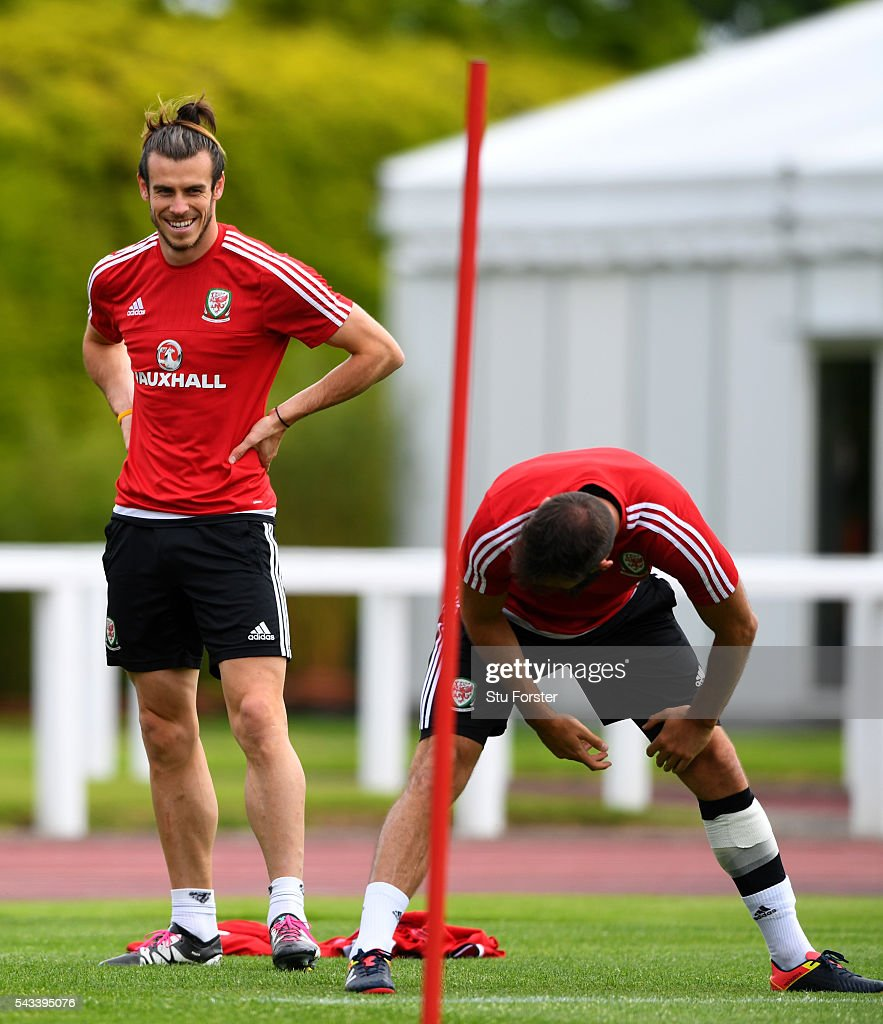 Wales player <a gi-track='captionPersonalityLinkClicked' href=/galleries/search?phrase=Gareth+Bale&family=editorial&specificpeople=609290 ng-click='$event.stopPropagation()'>Gareth Bale</a> (l) shares a joke with Joe Ledley during Wales training at their Euro 2016 base camp ahead of their Quarter Final match against Belguim, on June 28, 2016 in Dinard, France.