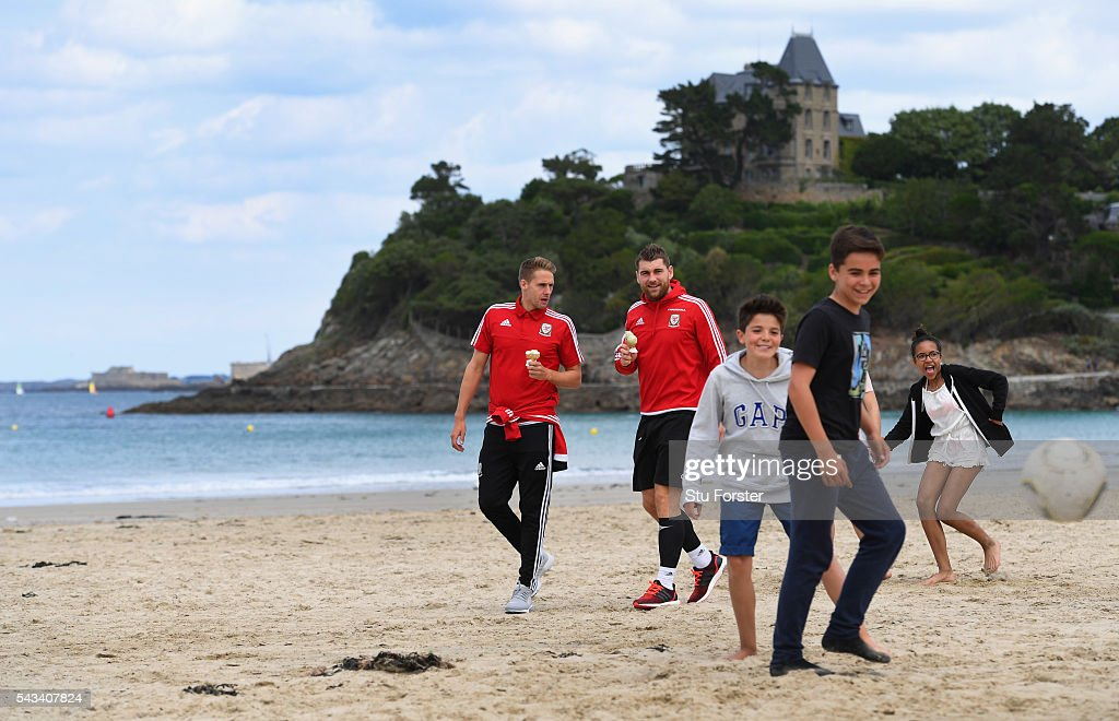 Wales players <a gi-track='captionPersonalityLinkClicked' href=/galleries/search?phrase=David+Edwards+-+Soccer+Player&family=editorial&specificpeople=4666599 ng-click='$event.stopPropagation()'>David Edwards</a> (l) and <a gi-track='captionPersonalityLinkClicked' href=/galleries/search?phrase=Sam+Vokes&family=editorial&specificpeople=4778614 ng-click='$event.stopPropagation()'>Sam Vokes</a> enjoy an Ice Cream and a stroll along Dinard beach on June 28, 2016 in Dinard, France.