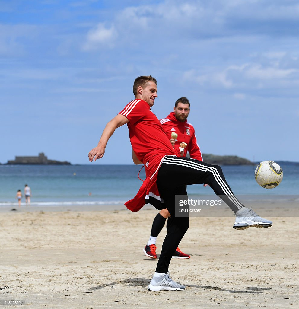 Wales players <a gi-track='captionPersonalityLinkClicked' href=/galleries/search?phrase=David+Edwards+-+Soccer+Player&family=editorial&specificpeople=4666599 ng-click='$event.stopPropagation()'>David Edwards</a> (l) and <a gi-track='captionPersonalityLinkClicked' href=/galleries/search?phrase=Sam+Vokes&family=editorial&specificpeople=4778614 ng-click='$event.stopPropagation()'>Sam Vokes</a> enjoy an Ice Cream and a kick about on Dinard beach on June 28, 2016 in Dinard, France.