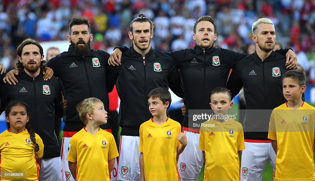 Wales players from left to right, <a gi-track='captionPersonalityLinkClicked' href=/galleries/search?phrase=Joe+Allen+-+Welsh+Soccer+Player&family=editorial&specificpeople=9629091 ng-click='$event.stopPropagation()'>Joe Allen</a>, <a gi-track='captionPersonalityLinkClicked' href=/galleries/search?phrase=Joe+Ledley&family=editorial&specificpeople=687410 ng-click='$event.stopPropagation()'>Joe Ledley</a>, <a gi-track='captionPersonalityLinkClicked' href=/galleries/search?phrase=Gareth+Bale&family=editorial&specificpeople=609290 ng-click='$event.stopPropagation()'>Gareth Bale</a>, <a gi-track='captionPersonalityLinkClicked' href=/galleries/search?phrase=Chris+Gunter+-+Welsh+Soccer+Player&family=editorial&specificpeople=4196407 ng-click='$event.stopPropagation()'>Chris Gunter</a>, <a gi-track='captionPersonalityLinkClicked' href=/galleries/search?phrase=Aaron+Ramsey+-+Soccer+Player&family=editorial&specificpeople=4784114 ng-click='$event.stopPropagation()'>Aaron Ramsey</a> with the mascots before the UEFA EURO 2016 Group B match between Russia and Wales at Stadium Municipal on June 20, 2016 in Toulouse, France.