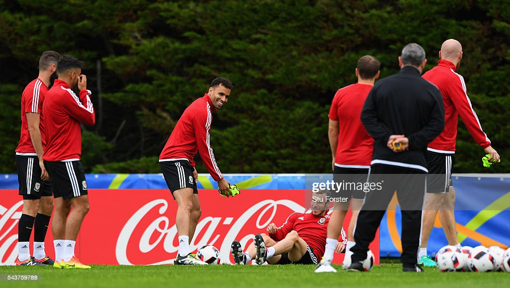 Wales players <a gi-track='captionPersonalityLinkClicked' href=/galleries/search?phrase=Hal+Robson-Kanu&family=editorial&specificpeople=5776956 ng-click='$event.stopPropagation()'>Hal Robson-Kanu</a> (L) and <a gi-track='captionPersonalityLinkClicked' href=/galleries/search?phrase=Gareth+Bale&family=editorial&specificpeople=609290 ng-click='$event.stopPropagation()'>Gareth Bale</a>, share a joke during Wales training session ahead of their Euro 2016 quarter final match against Belgium at their base camp on June 30, 2016 in Lille, France.