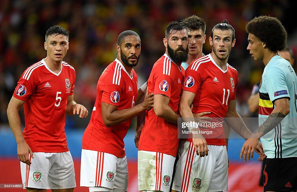 Wales players prepare for a corner kick during the UEFA EURO 2016 quarter final match between Wales and Belgium at Stade Pierre-Mauroy on July 1, 2016 in Lille, France.