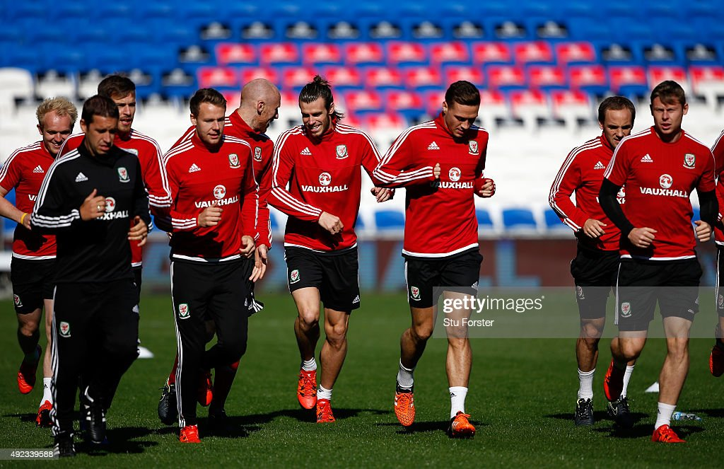 Wales striker <a gi-track='captionPersonalityLinkClicked' href=/galleries/search?phrase=Gareth+Bale&family=editorial&specificpeople=609290 ng-click='$event.stopPropagation()'>Gareth Bale</a> (c) shares a joke with <a gi-track='captionPersonalityLinkClicked' href=/galleries/search?phrase=James+Collins+-+Joueur+de+football+gallois&family=editorial&specificpeople=15167252 ng-click='$event.stopPropagation()'>James Collins</a> during Wales training ahead of their match against Andorra at Cardiff City stadium on October 12, 2015 in Cardiff, United Kingdom.