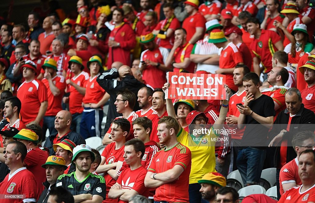 Wales supporters cheer for their team ahead of the Euro 2016 quarter-final football match between Wales and Belgium at the Pierre-Mauroy stadium in Villeneuve-d'Ascq near Lille, on July 1, 2016. / AFP / MIGUEL