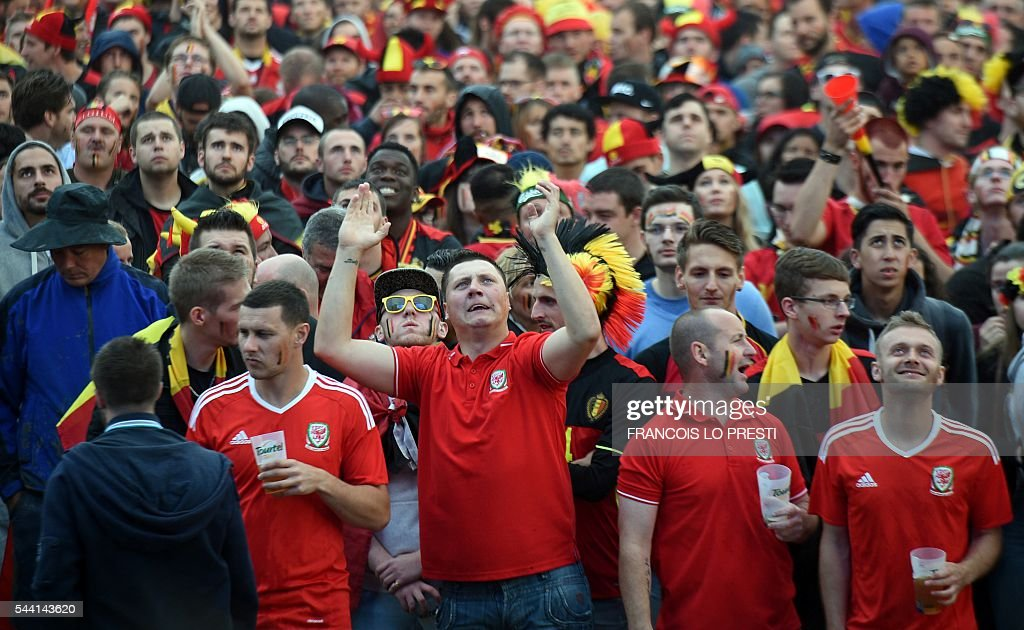 Wales' supporters react at the fan zone of the General De Gaulle square in Lille, northern France, on July 1, 2016 as they watch the Euro 2016 football match between Belgium and Wales. / AFP / FRANCOIS