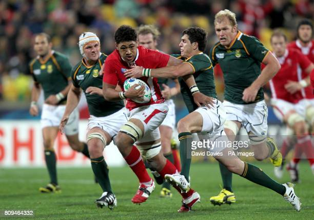 Wales' Toby Faletau in action with South Africa's Jaque Fourie