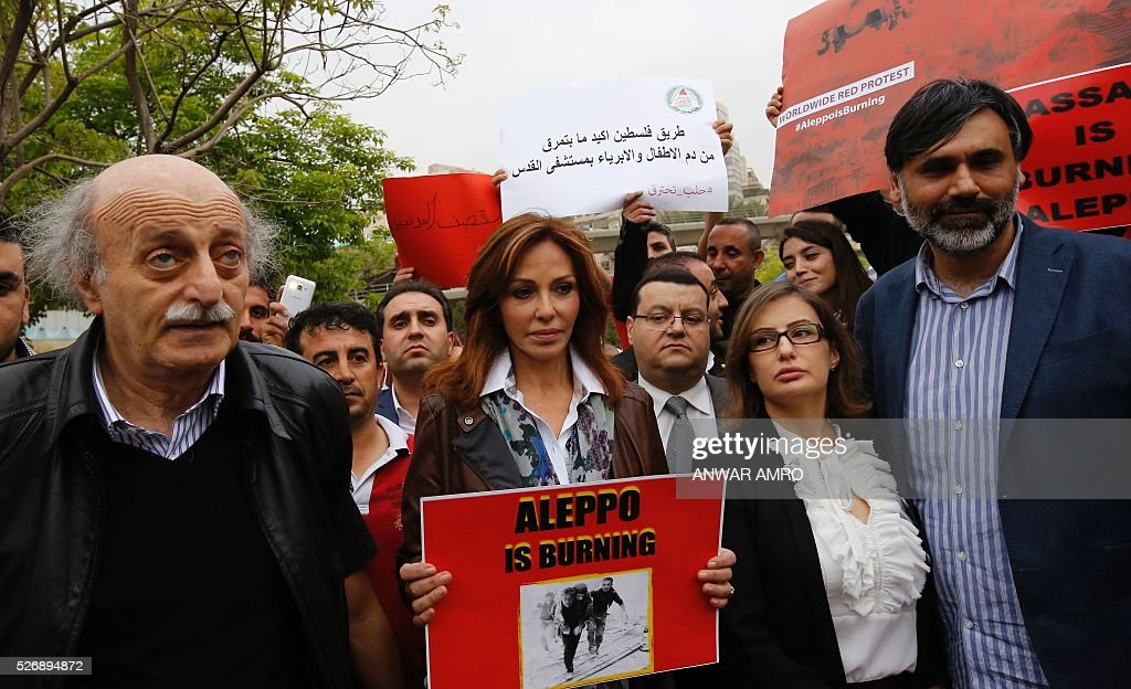 Walid Jumblatt Lebanese leader of the Druze Progressive Socialist Party (PSP) and his spouse Noura Joumblat take part in a demonstration in front of United Nations offices in Beirut in solidarity with the civilians of the northern Syrian city of Aleppo and against the Syrian president's regime on May 1, 2016. / AFP / Anwar AMRO