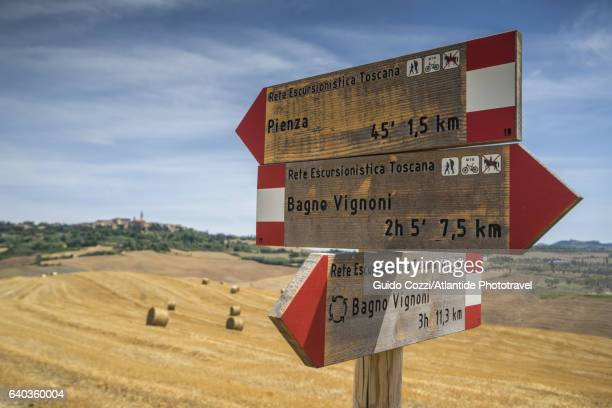 Walking along the trail from Pienza to Bagnovignoni
