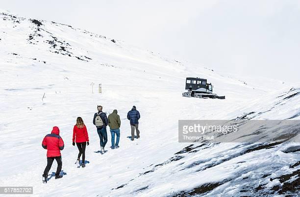 ウォーキンググループに雪の携帯電話