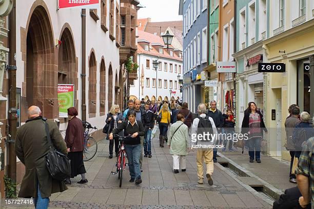 Fuß in der Fußgängerzone von Freiburg