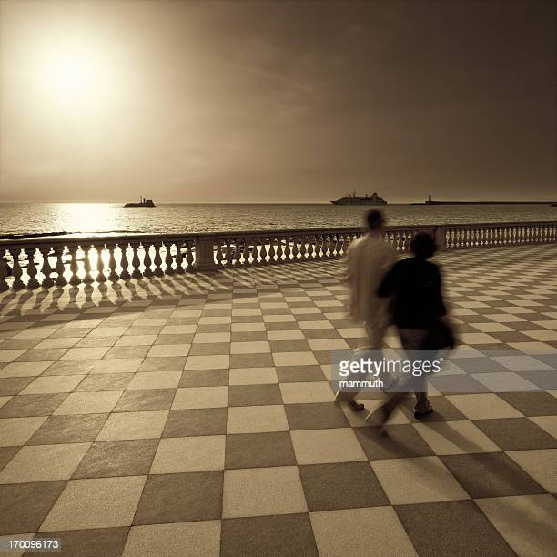 Camminare al tramonto