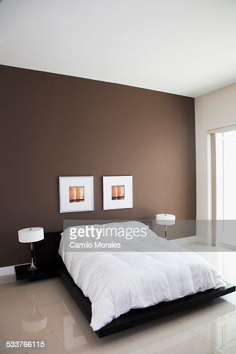 art wall design with nice black round array and chic sheet of bed