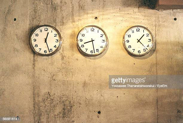 Wall Clocks Mounted On Wall