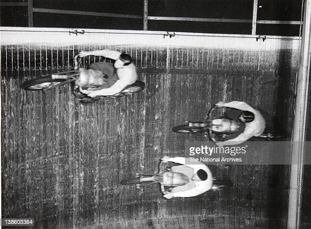 Wall of Death'motor cyclewith Harry HollandRicky Dare Johnny Dare 1949