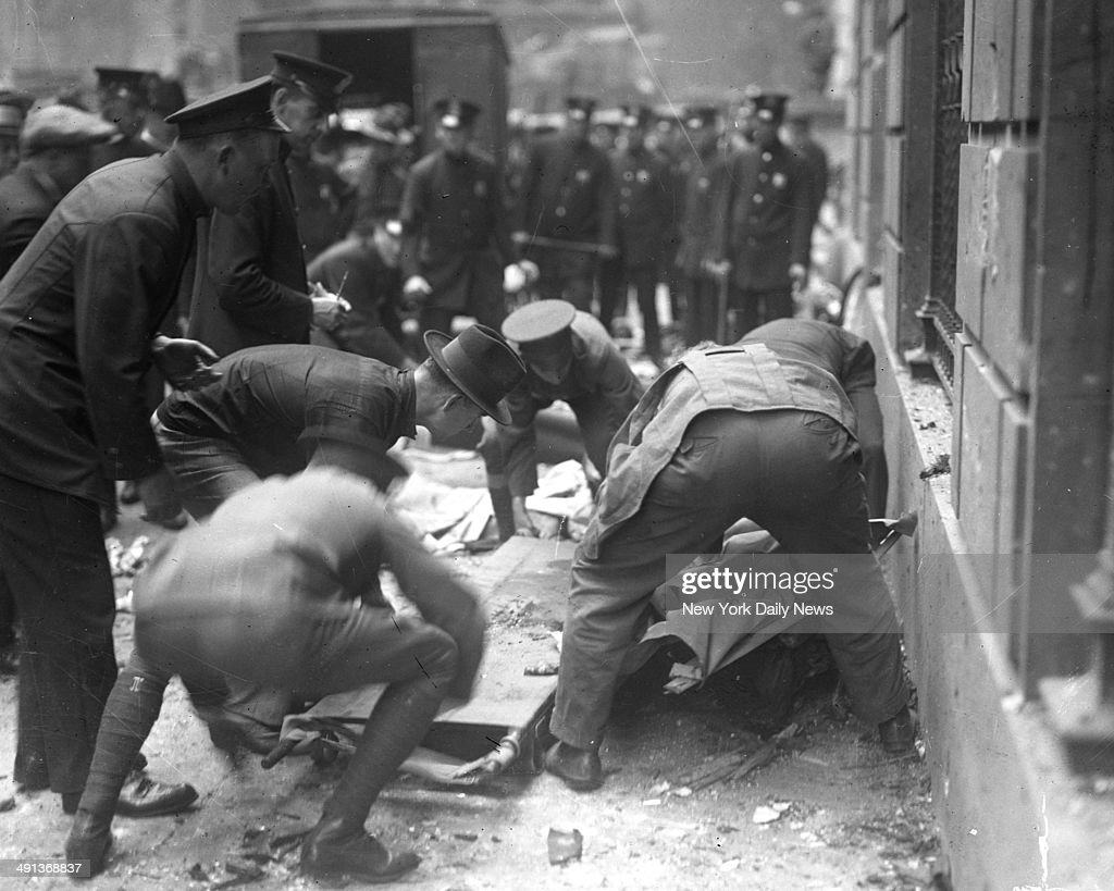 three reports on the explosion of wall street in 1920 The explosion was believed this afternoon to have been caused by a wagon load of dynamite on its way through wall street to the excavation site of the new stock exchange building on the southeast corner of broad and wall street.