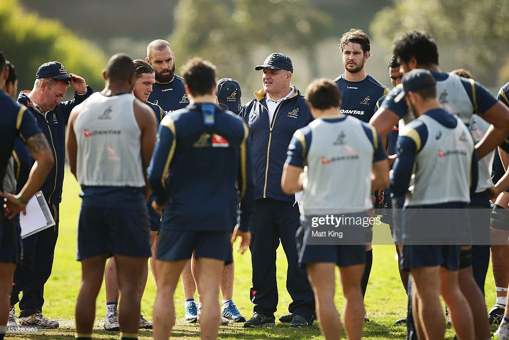 Wallabies coach Ewen McKenzie speaks to players during an Australian Wallabies training session at Sydney Grammer School fields on August 21 2014 in...