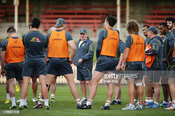 Wallabies coach Ewen McKenzie speaks to players players during an Australian Wallabies training session at North Sydney Oval on August 6 2013 in...