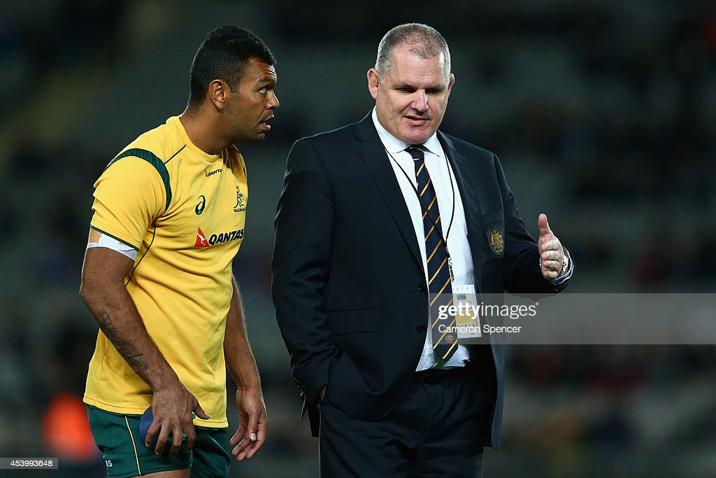 Wallabies coach Ewen McKenzie talks to Kurtley Beale of the Wallabies prior to The Rugby Championship match between the New Zealand All Blacks and...