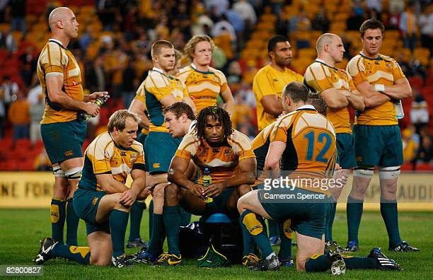 Wallaby players look dejected after losing the 2008 Tri Nations series Bledisloe Cup match between the Australian Wallabies and the New Zealand All...