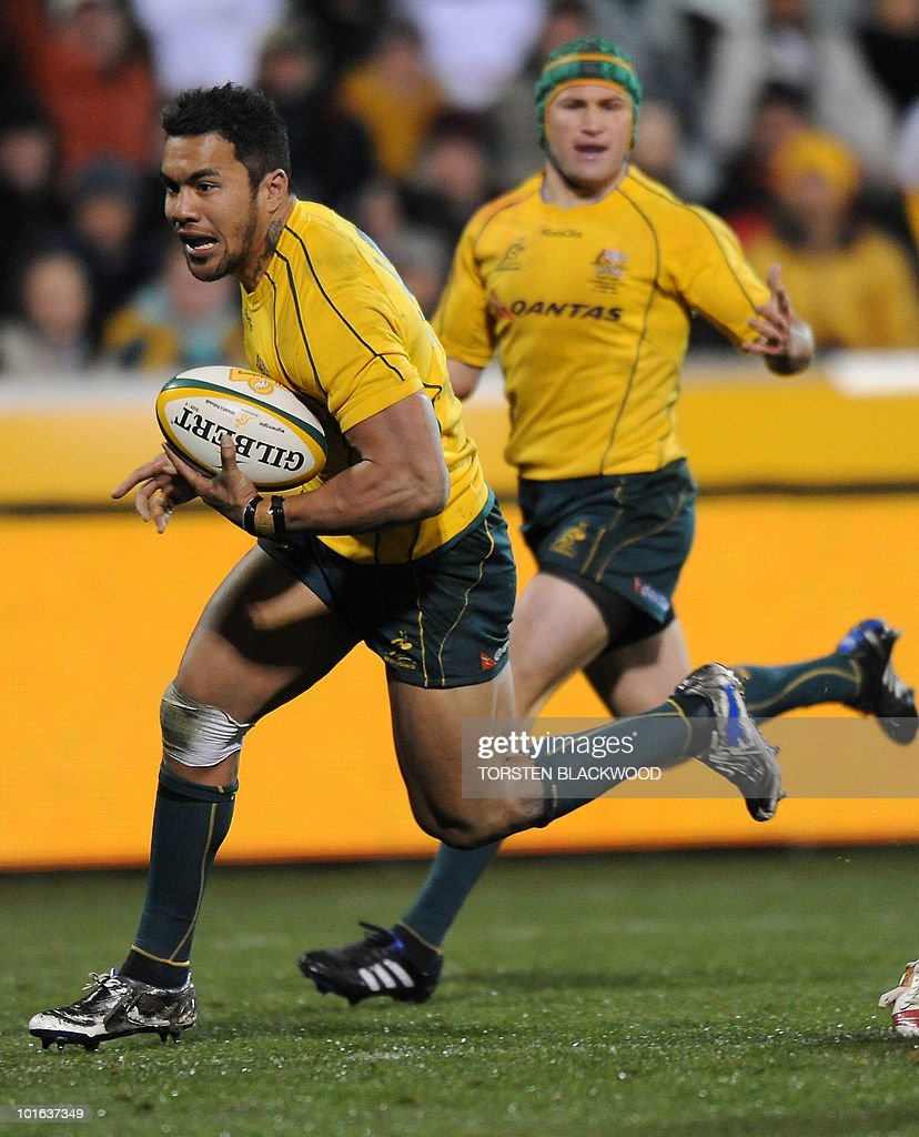 Wallaby winger Digby Ioane (L) runs in a try as team-mate Matt Giteau (R) watches during the Australia v Fiji rugby union Test in Canberra on June 5, 2010. Australia thrashed Fiji 49-3. AFP PHOTO / Torsten BLACKWOOD