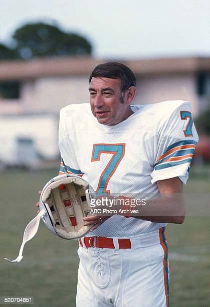 ABC SPORTS Howard Cosell visits the Miami Dolphins Shoot date 7/25/1973