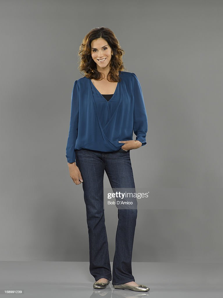 THE NEIGHBORS - ABC's 'The Neighbors' stars Jami Gertz as Debbie Weaver.