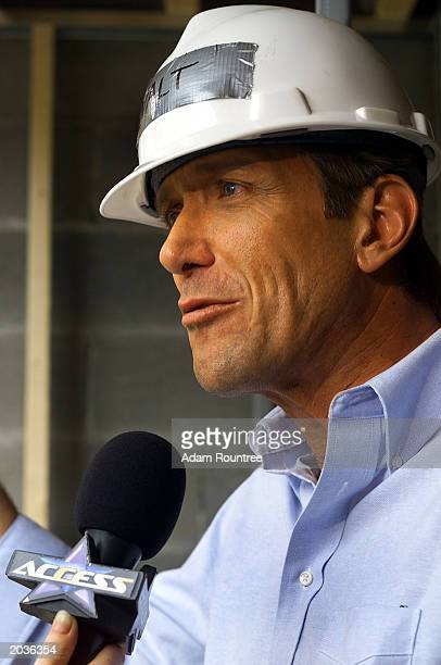 Walt Willey and cast members from the daytime TV drama All My Children volunteers to build a Habitat for Humanity house May 28 2003 in Bronx...