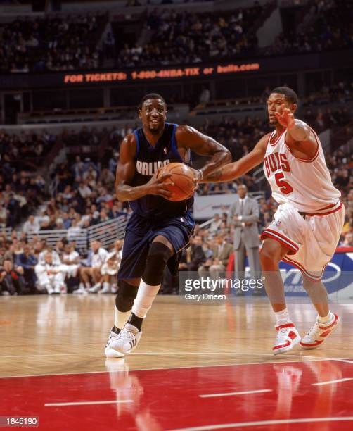 Walt Williams of the Dallas Mavericks drives to the basket past Jalen Rose of the Chicago Bulls during the NBA game at the United Center on November...