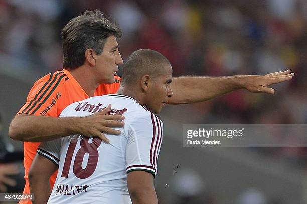 Walter and head coach Renato Gaucho of Fluminense talk during action between Flamengo and Fluminense as part of Carioca 2014 at Maracana Stadium on...